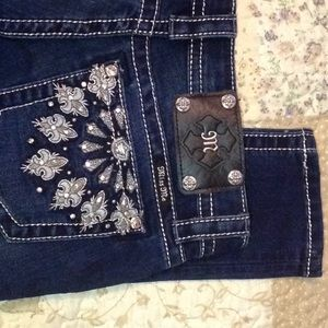 Miss Me size 28 super cute with silver stitching